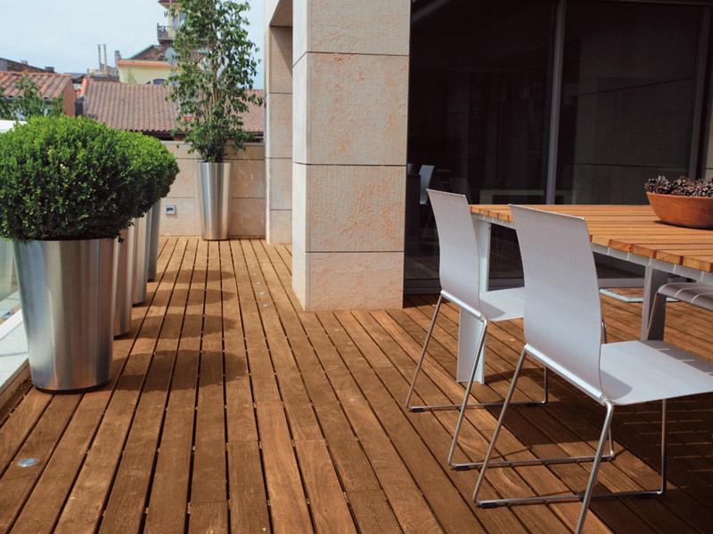 Complementi arredo giardino in strutture amelia terni for Arredo esterno in legno