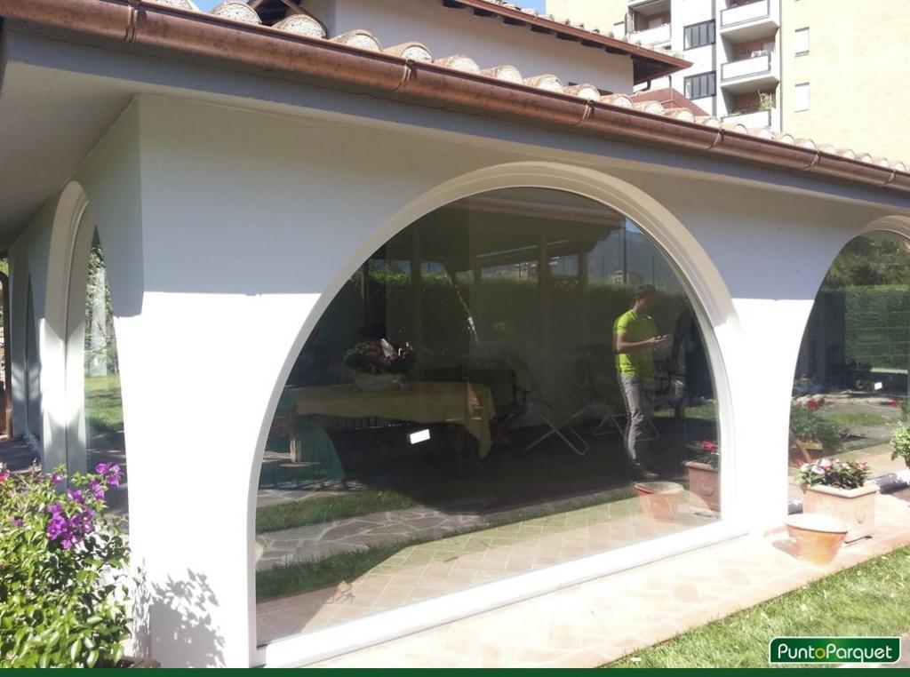 https://www.punto-parquet.it/immagini/infissi-pvc-arco-chiusura-veranda-terni-4.jpg