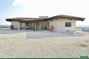Arredamento per nuova costruzione di una villa ecosostenibile a Sutri, tra Roma e Viterbo