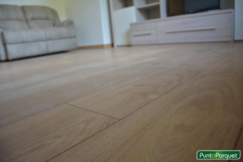 Installazione parquet laminato effetto legno rovere chiaro
