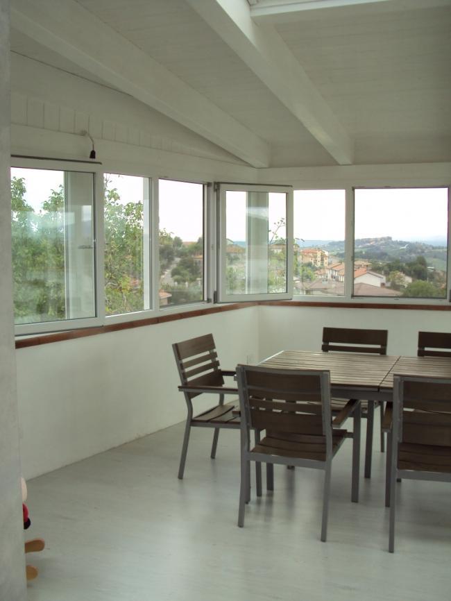 Realizzazione di una veranda in terrazzo chiusura con for Infissi balcone