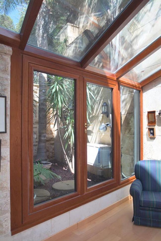 Installazione di serramenti in alluminio fissi a facciata continua per la chiusura di ambienti esterni, terrazzi e verande