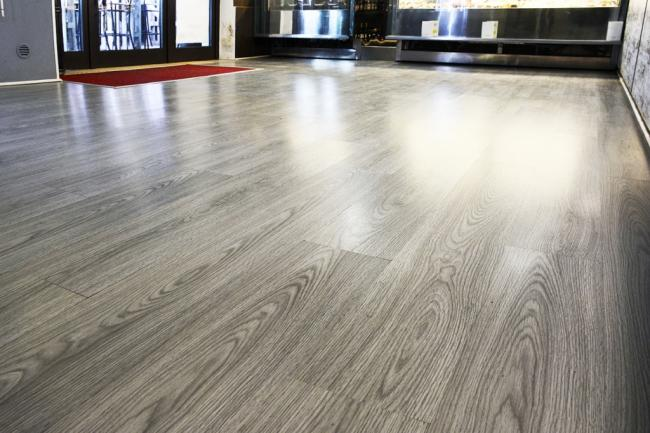 Perch utile scegliere un pavimento in laminato for Pavimenti grigi