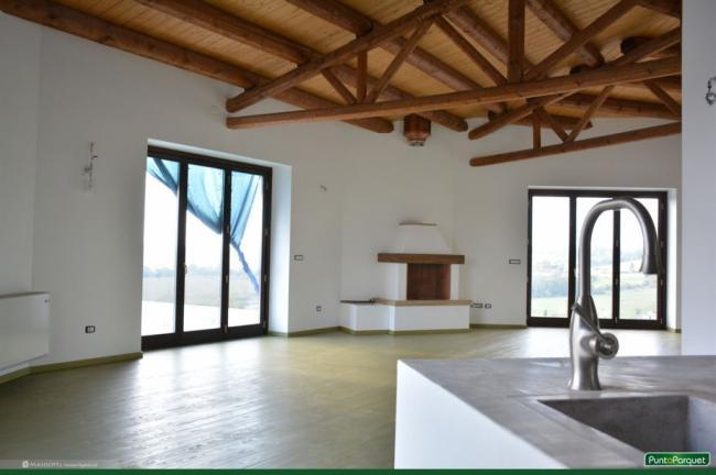 Pavimento in legno,  tavolato in larice di grandi  dimensioni, inchiodato, senza colla, verniciatura verde naturale - Roma - Viterbo - Terni