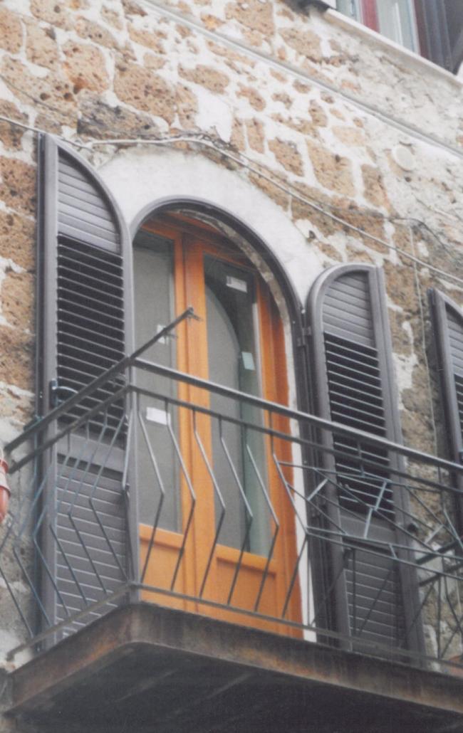 Porte e Persiane in legno vetri colorati