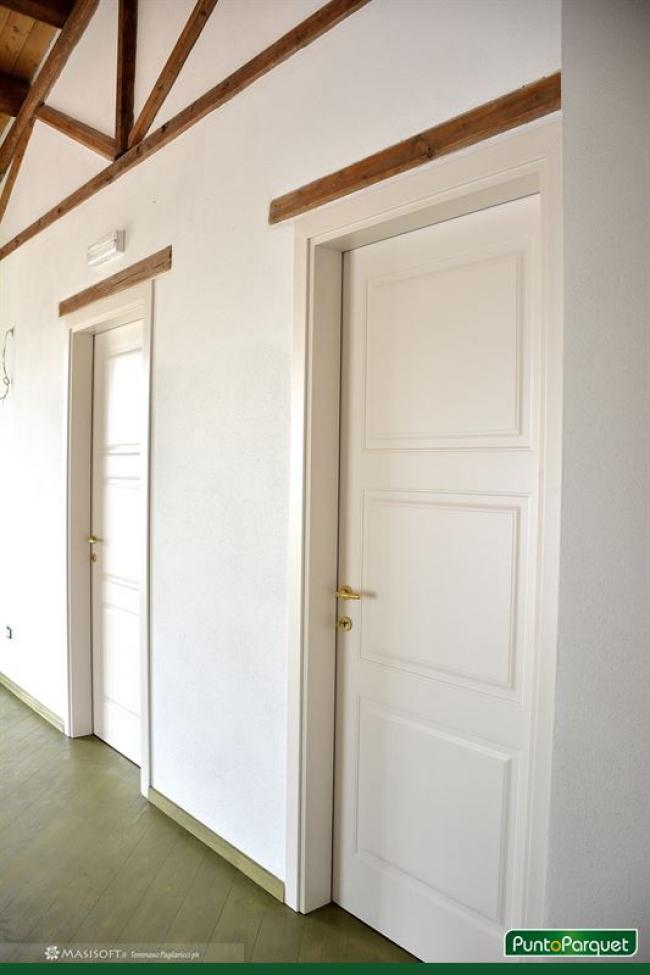 Porte interne in legno laccato bianco, tre bugne uguali, Viterbo - Roma - Terni