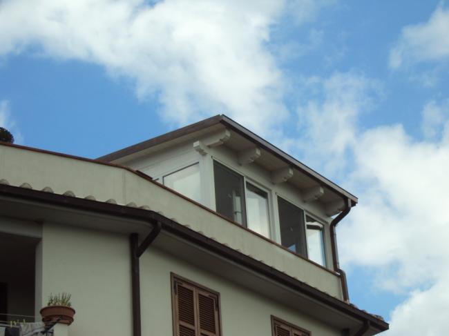 Realizzazione di una veranda in terrazzo: chiusura con infissi in PVC