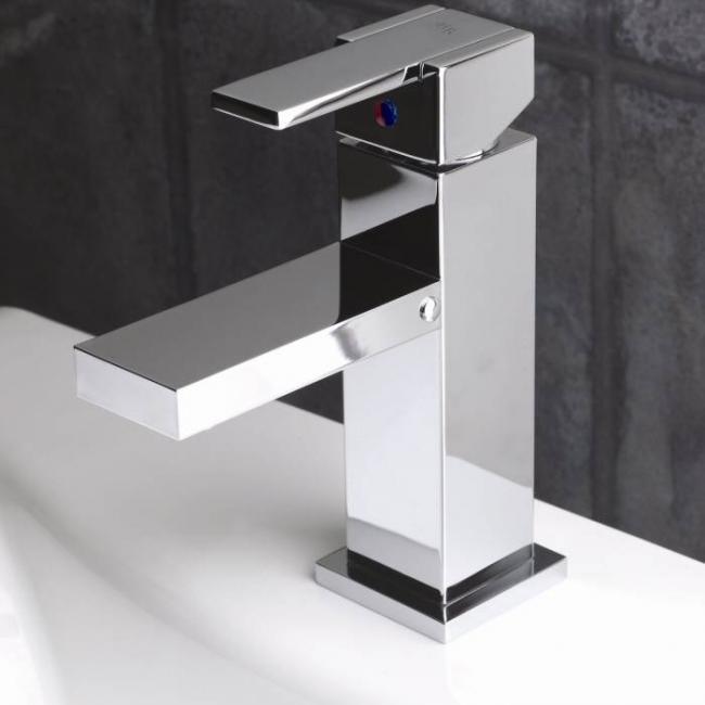 rubinetteria-acciaio-lavabo-classico