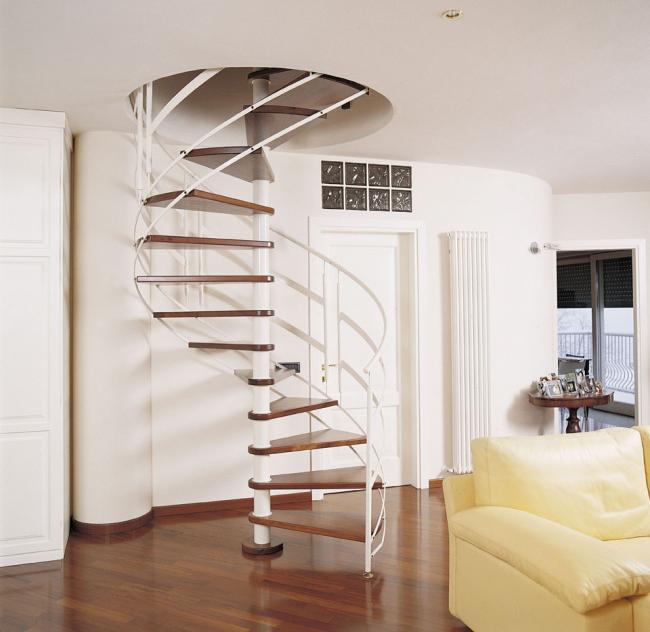 Scale a chiocciola o a giorno in legno e ferro terni umbria - Cancelletti per scale a chiocciola ...
