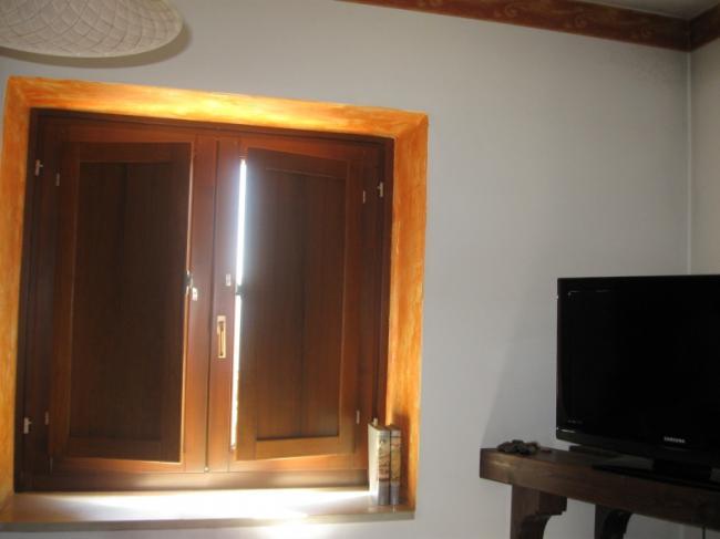 Scuretti interni in legno e PVC per infissi e porte finestre