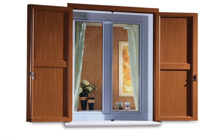 Portelloni oscuranti in legno e PVC per infissi e porte finestre