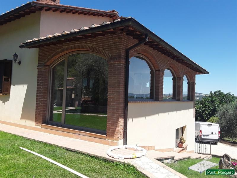 Lavori di installazione infissi in PVC ad Arco con finestra e portafinestra a battente