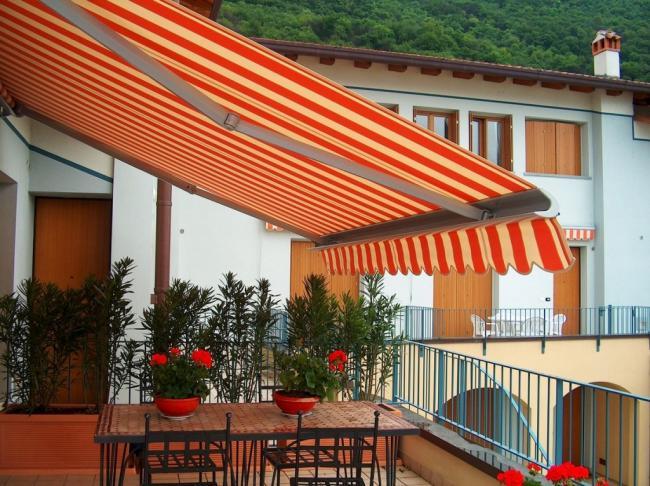 Tende da sole da esterno con rullo e bracci estensibili for Tenda terrazzo