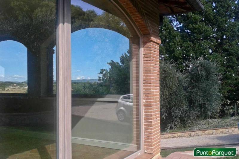 Veranda con infissi in PVC ad Arco per una villa in campagna in Umbria