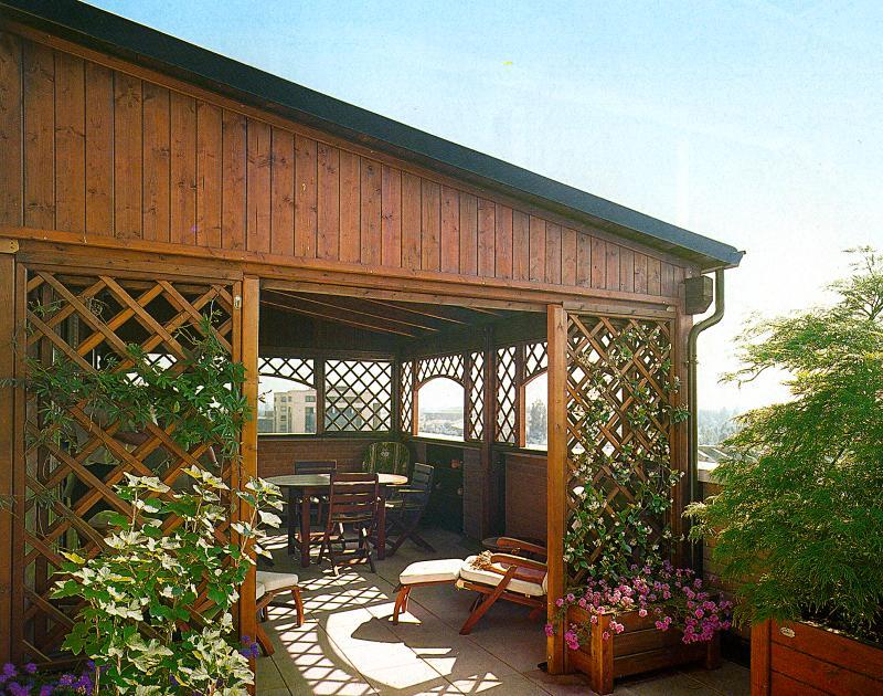 Verande in legno per terrazzo apribili a libro a terni - Griglie per finestre esterne ...